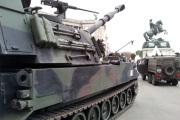 Kriegsgerät am Heldenplatz / Zum Vergrößern auf das Bild klicken